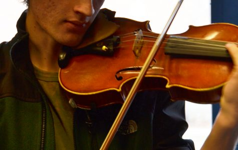 Violinist plays solo with the Austin Symphony
