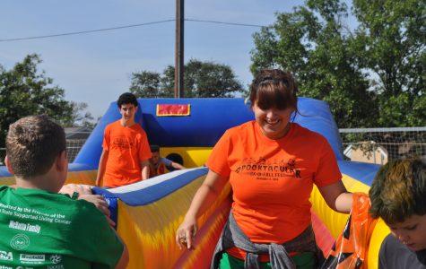 Key Club volunteers help with fall festival