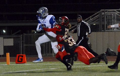 Titans slip past Knights, 31-30, in instant area playoff classic