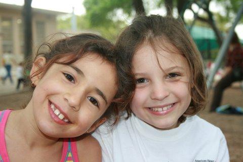 First-graders Amira Sabha and Maddie Doran in 2007. Photo courtesy of Doran.