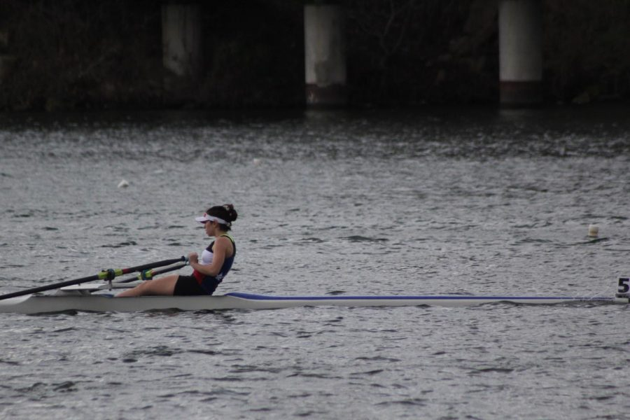 Dorothy+Childs+of+the+Texas+Rowing+Center+rows+on+Lady+Bird+Lake+on+March+4.+Rowing+is+one+of+several+off-campus+sports+that+is+eligible+for+off-campus+PE+credit+through+AISD.+Photo+by+Sarah+Slaten.