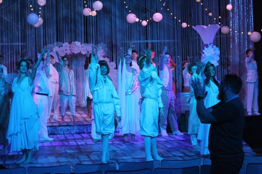 The+cast+of+Midsummer+stands+onstage+practicing+their+final+bow+as+director+Adam+Miller-Batteau+stands+in+front+of+the+stage+applauding.+Curtain+opens+in+the+Fine+Arts+Building+Theater+at+7+p.m.+tonight.+There+are+also+7+p.m.+shows+Friday+and+Saturday+night+and+a+2+p.m.+matinee+on+Sunday.+Photos+by+Risa+Darlington-Horta.+