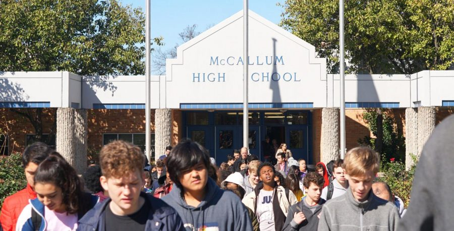 On+Nov.+14%2C+McCallum+students+evacuate+the+school+during+a+first-period++monthly+fire+drill.+Though+we+prepare+for+disasters+during+first+period%2C+we+don%E2%80%99t+practice+evacuating+during+any+other+class+period%2C+except+for+fifth+period+once.+As+a+result%2C+we+are+only+familiar+with+the+routes+and+procedures+we+would+need+to+follow+during+first+period.++Photo+by+Sarah+Slaten.+