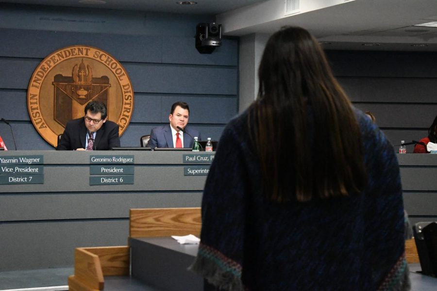 An+AISD+teacher+speaks+to+the+Board+of+Trustees+on+the+importance+of+maintaining+teacher-planning+periods+during+the+development+of+the+2019+budget.