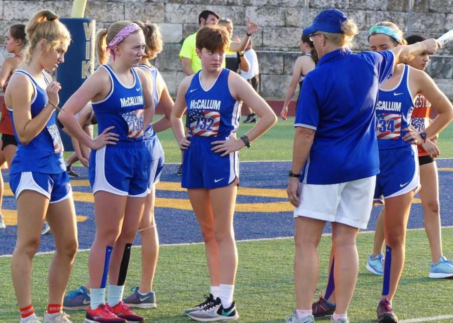 Coach+Susan+Ashton+talks+to+girls+varsity+cross-country+runners%2C+giving+them+advice+before+their+race+on+Sept.+14+at+the+Vista+Ridge+Invitational+meet.+Photo+by+Thomas+Melina+Raab.+