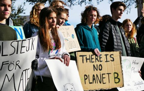 THE GROUP GATHERS: Students of all ages skipped school on March 15 claiming the chance to teach others about climate change was a more pressing educational issue than attending their classes. Photo by Stella Shenkman.