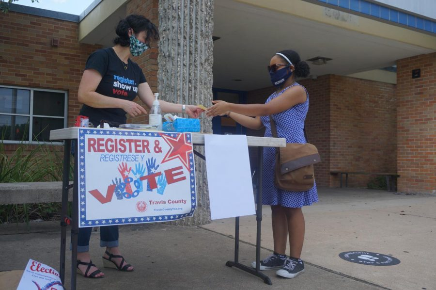 With+the+help+of+League+of+Women+Voters+Club+volunteer+Stephanie+Land%2C+senior+Vanessa+Lee+registers+to+vote+during+the+curbside+voter+registration+drive+in+front+of+the+main+entrance+of+the+school+on+Sept.+18.+The+club+registered+10+voters+%28nine+students%29+during+the+drive+that+day.+